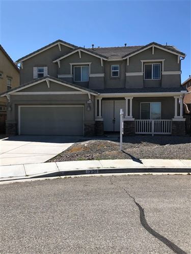 Photo of 13139 Sunland Street, Oak Hills, CA 92344 (MLS # 523502)