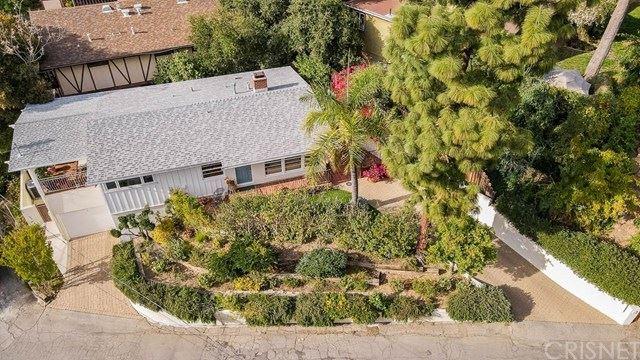 Photo of 20937 Gorgonia Street, Woodland Hills, CA 91364 (MLS # SR21074504)