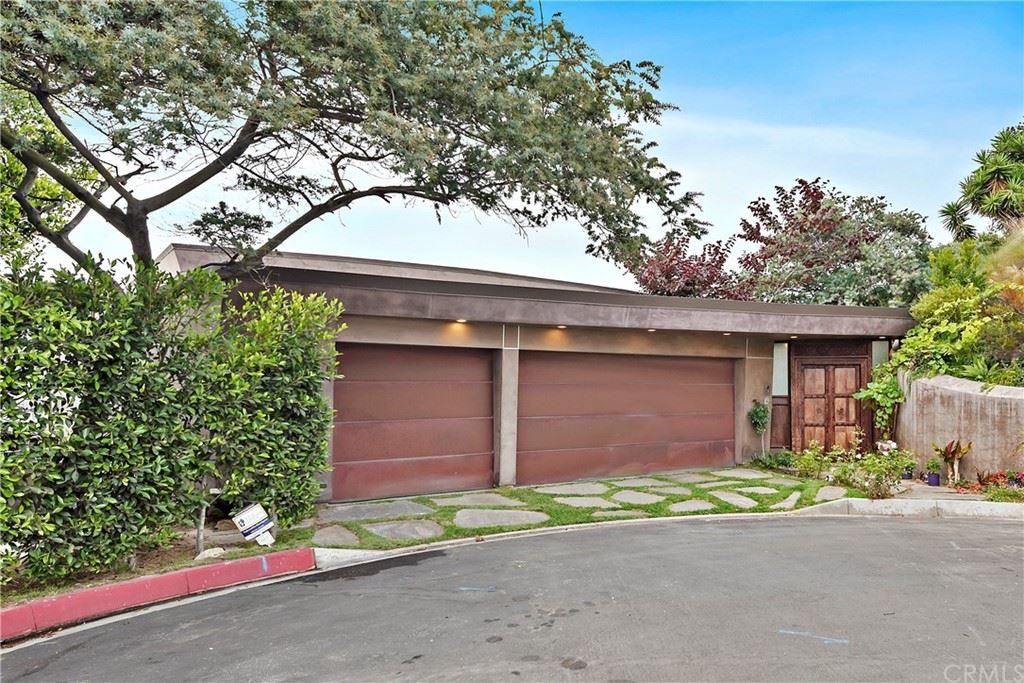 Photo of 1330 Coronado Drive, Laguna Beach, CA 92651 (MLS # LG21163507)