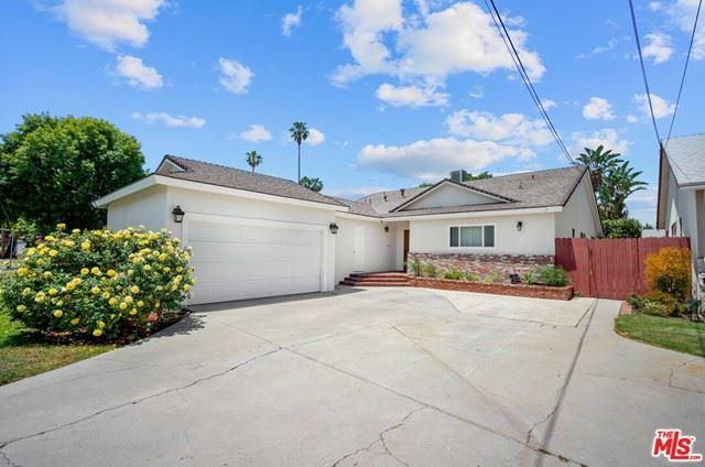 Photo of 15437 Leadwell Street, Van Nuys, CA 91406 (MLS # 21745512)