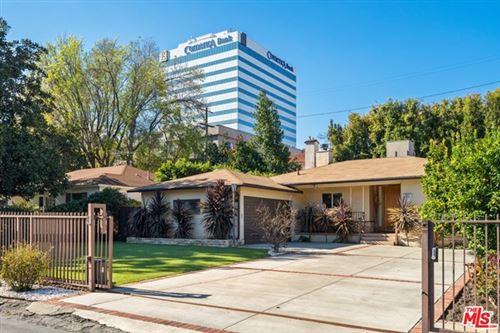 Photo of 4731 Halbrent Avenue, Sherman Oaks, CA 91403 (MLS # 21729514)