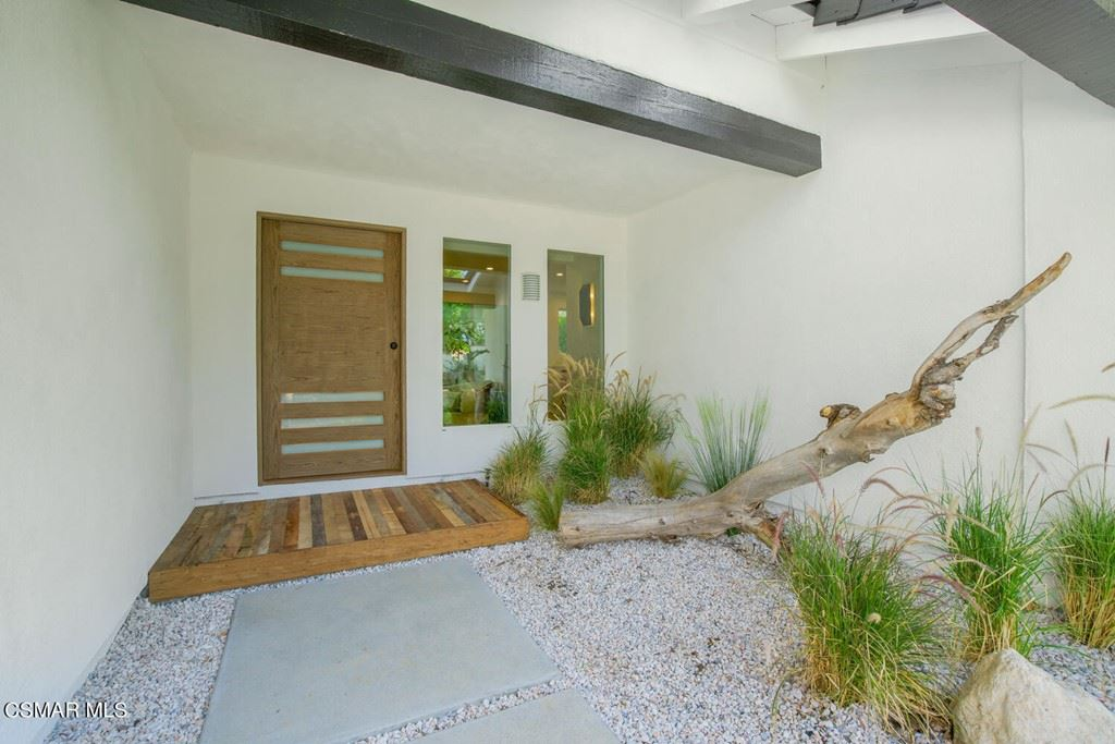 Photo of 958 Ranch House Road, Westlake Village, CA 91361 (MLS # 221005514)