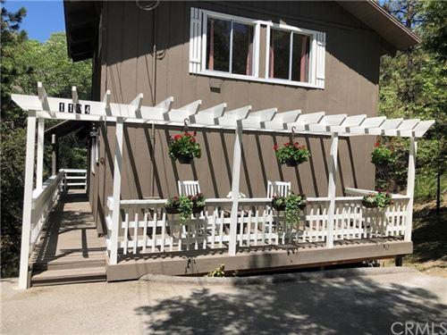 Photo of 1104 Yukon Drive, Lake Arrowhead, CA 92352 (MLS # OC21104515)