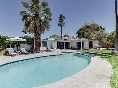 Photo of 1889 N Los Alamos Road, Palm Springs, CA 92262 (MLS # SR21195515)