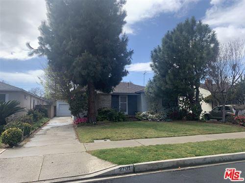 Photo of 2701 Malcolm Avenue, Los Angeles, CA 90064 (MLS # 21703516)