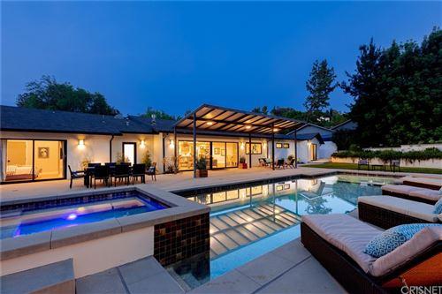 Photo of 4955 Winnetka Avenue, Woodland Hills, CA 91364 (MLS # SR21165516)