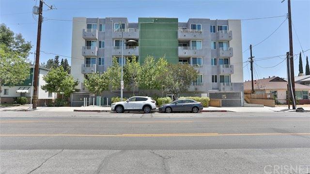 Photo of 5818 Whitsett Avenue #301, Valley Village, CA 91607 (MLS # SR21120517)