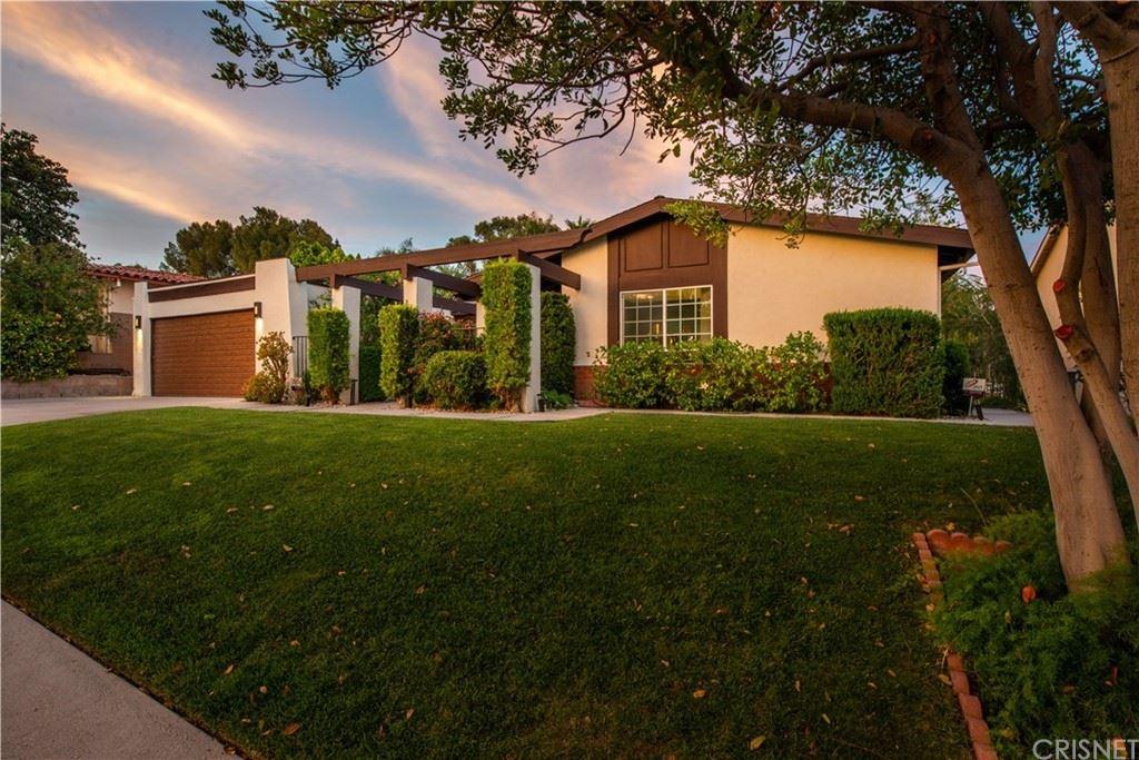 Photo of 12400 Mclennan Avenue, Granada Hills, CA 91344 (MLS # SR21144517)