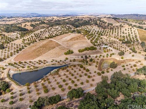 Photo of 9570 Chimney Rock Road, Paso Robles, CA 93446 (MLS # NS19279518)