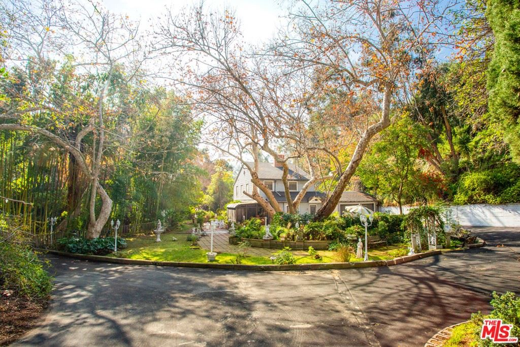 Photo of 631 N Marquette Street, Pacific Palisades, CA 90272 (MLS # 21697520)