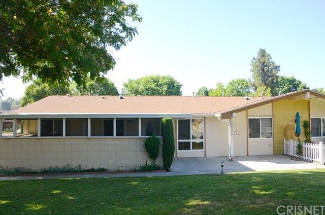 Photo for 26867 Avenue Of The Oaks #B, Newhall, CA 91321 (MLS # SR20145520)