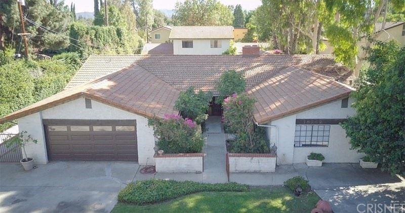 Photo of 18242 Sylvan Street, Tarzana, CA 91335 (MLS # SR21210520)