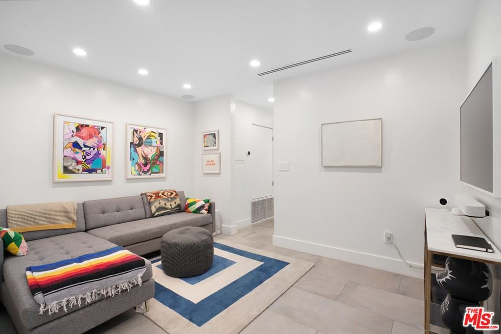 Photo of 450 S Maple Drive #204, Beverly Hills, CA 90212 (MLS # 21725524)