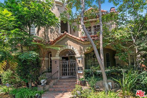 Photo of 907 S Mansfield Avenue, Los Angeles, CA 90036 (MLS # 21759526)