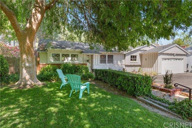 Photo for 23327 Oxnard Street, Woodland Hills, CA 91367 (MLS # SR21070526)