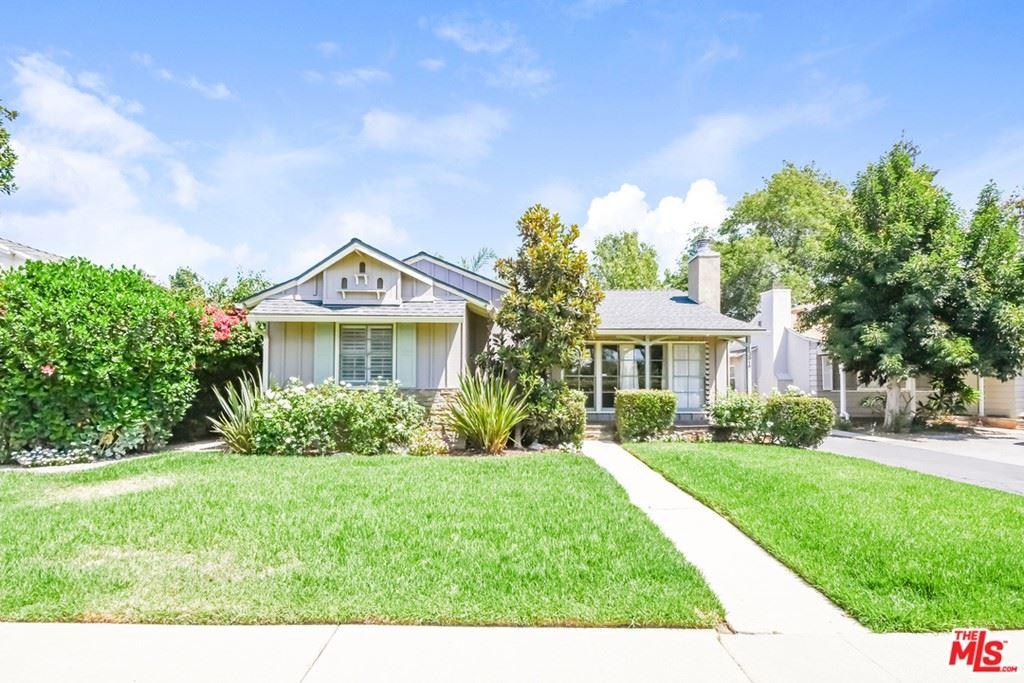 Photo of 13917 Emelita Street, Valley Glen, CA 91401 (MLS # 21769528)