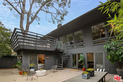 Photo of 16525 Las Casas Place, Pacific Palisades, CA 90272 (MLS # 20613530)