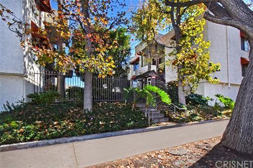Photo of 18656 Collins Street #4, Tarzana, CA 91356 (MLS # SR21001530)