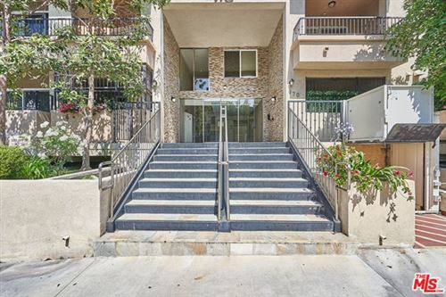 Photo of 970 S St Andrews Place #306, Los Angeles, CA 90019 (MLS # 20597534)