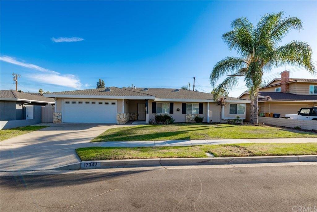 Photo of 17342 Roseleaf Avenue, Tustin, CA 92780 (MLS # LG21220535)