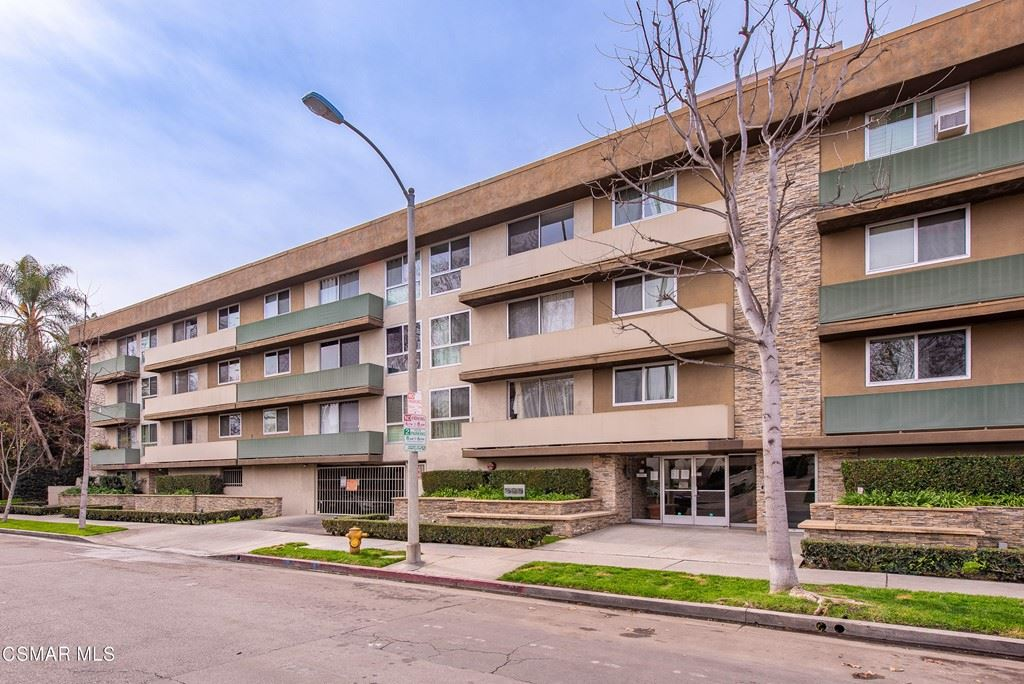 Photo of 525 N Sycamore Avenue #419, Los Angeles, CA 90036 (MLS # 221004537)