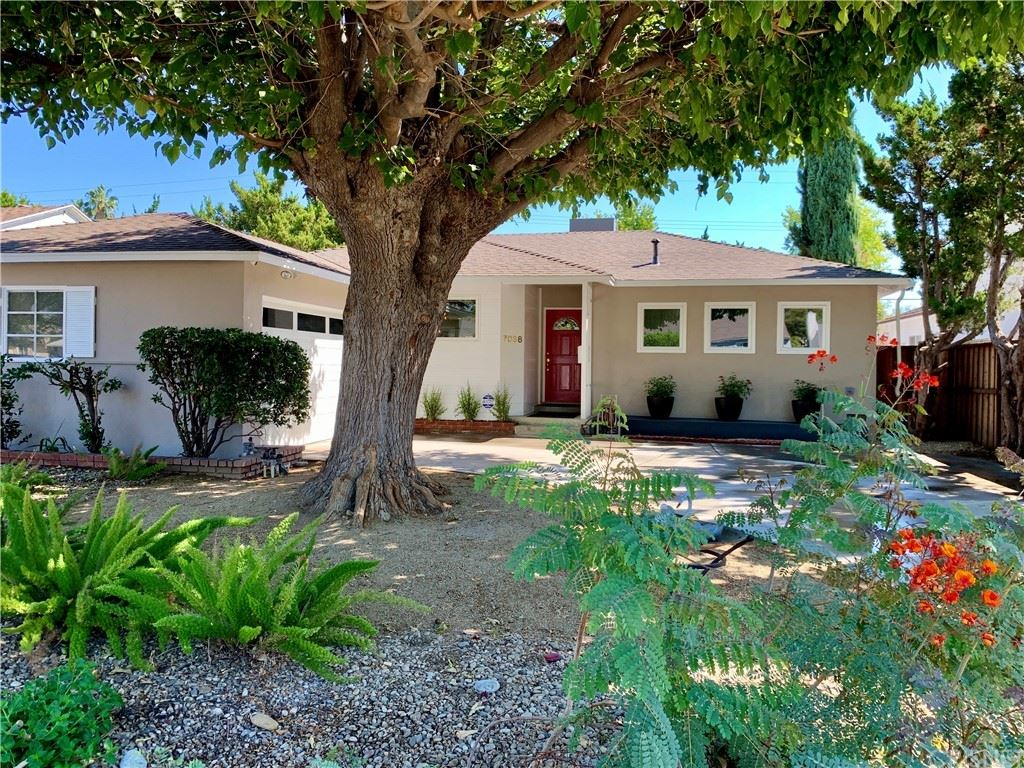 Photo of 7038 Texhoma Avenue, Lake Balboa, CA 91406 (MLS # SR21209540)