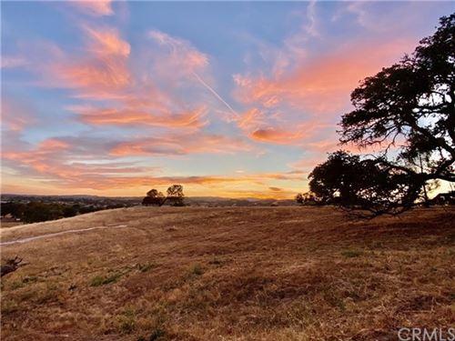 Photo of 1725 Fire Rock Loop, Templeton, CA 93465 (MLS # NS20189541)