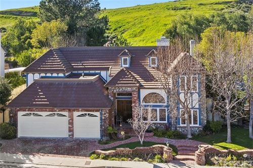 Photo of 6145 Paseo La Vista, Woodland Hills, CA 91367 (MLS # SR21006544)