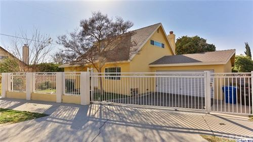Photo of 7923 Bellaire Avenue, North Hollywood, CA 91605 (MLS # 320000546)