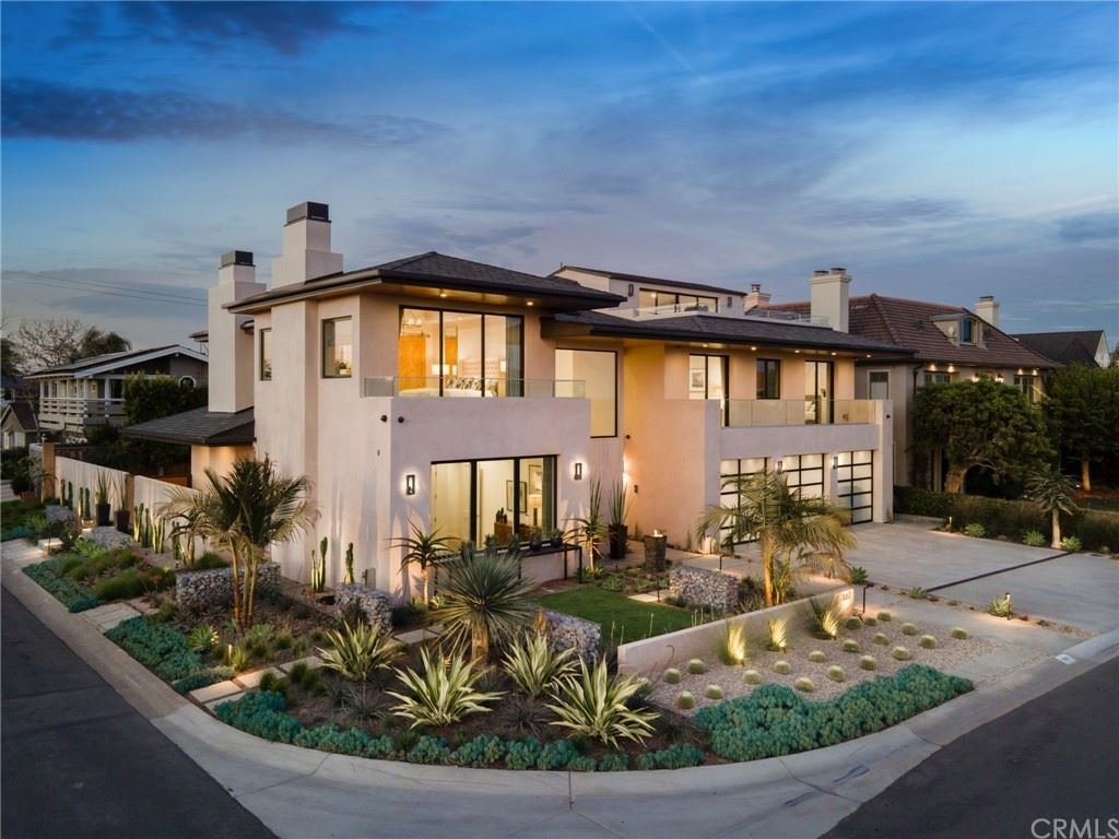 Photo of 660 Kings Road, Newport Beach, CA 92663 (MLS # NP21070546)