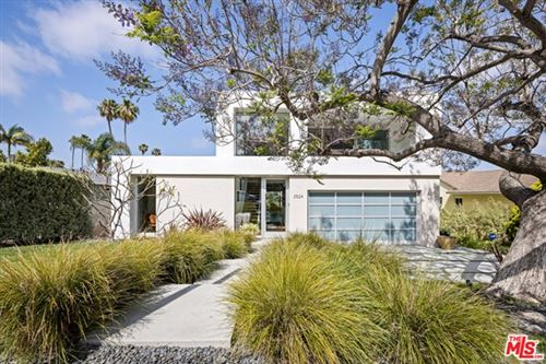 Photo of 3524 Mountain View Avenue, Los Angeles, CA 90066 (MLS # 21729548)