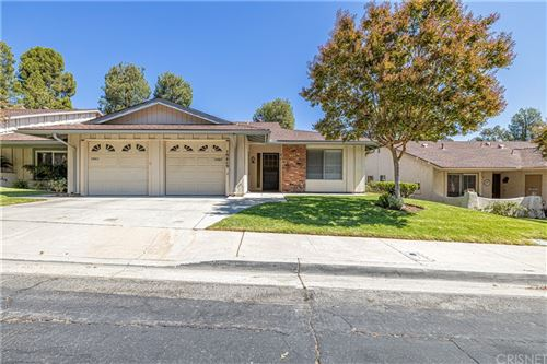 Photo of 19409 Oak Crossing Road, Newhall, CA 91321 (MLS # SR21189548)