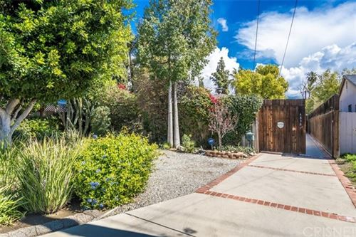 Photo of 6830 Ranchito Avenue, Van Nuys, CA 91405 (MLS # SR21051555)