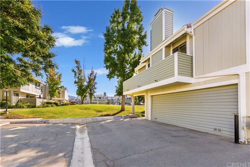 Photo of 27140 Hidaway Avenue #5, Canyon Country, CA 91351 (MLS # SR21228555)