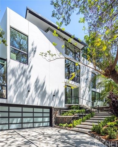 Photo of 4000 Stansbury Avenue, Sherman Oaks, CA 91423 (MLS # SR21131557)