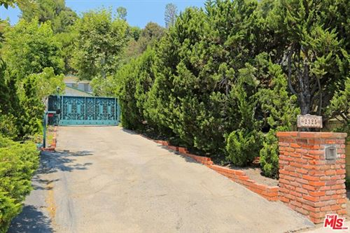 Photo of 2325 BANYAN Drive, Los Angeles, CA 90049 (MLS # 20634558)