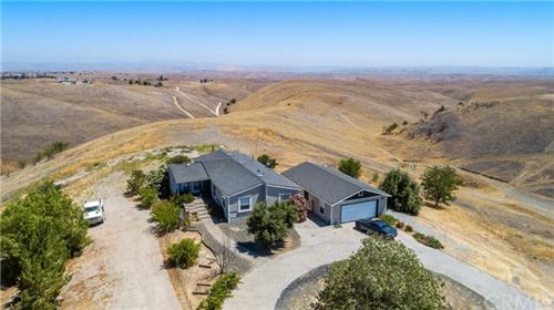 Photo of 4765 Rolling Hills Way Road, Paso Robles, CA 93446 (MLS # NS21141559)