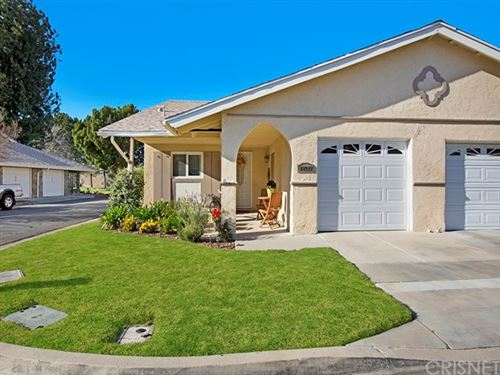 Photo of 18927 Circle Of The Oaks, Newhall, CA 91321 (MLS # SR20041560)