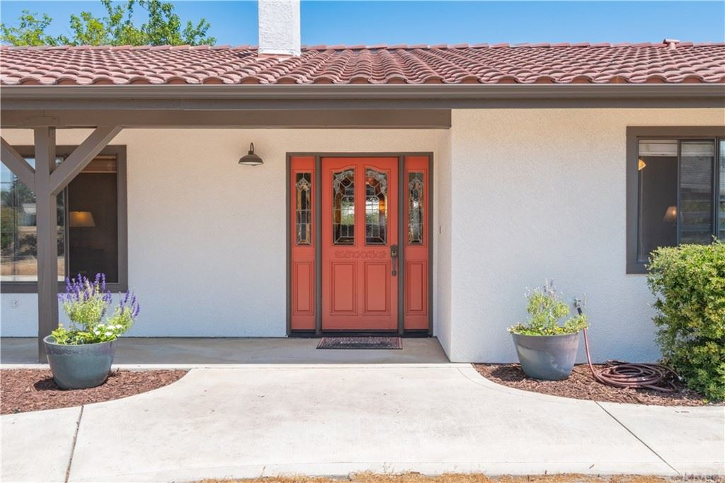 Photo of 945 Santa Rita Road, Templeton, CA 93465 (MLS # NS21193561)