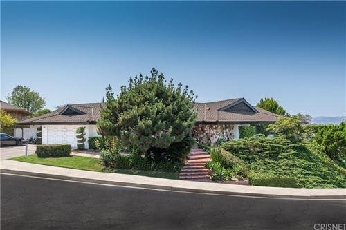 Photo of 4331 Meadowview Place, Encino, CA 91436 (MLS # SR21157572)