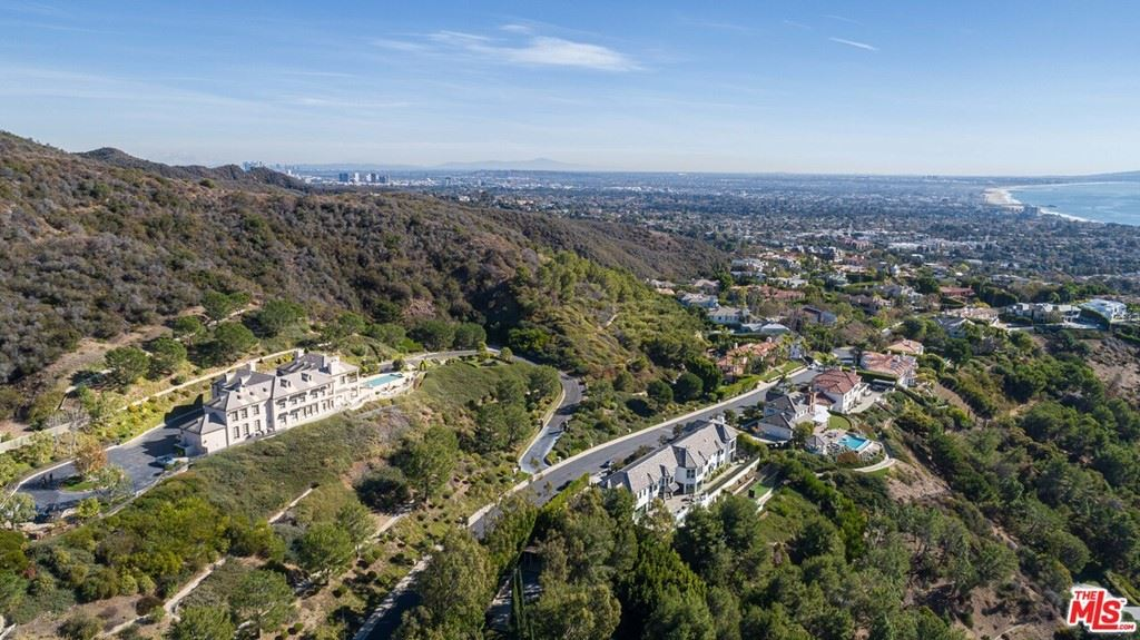 Photo of 16375 Shadow Mountain Drive, Pacific Palisades, CA 90272 (MLS # 21716572)