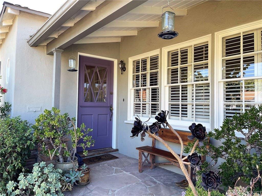 Photo of 5519 Morella Avenue, Valley Village, CA 91607 (MLS # SR21213577)