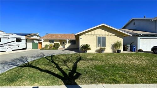 Photo of 20415 Fairweather st Street, Canyon Country, CA 91351 (MLS # SR21015580)