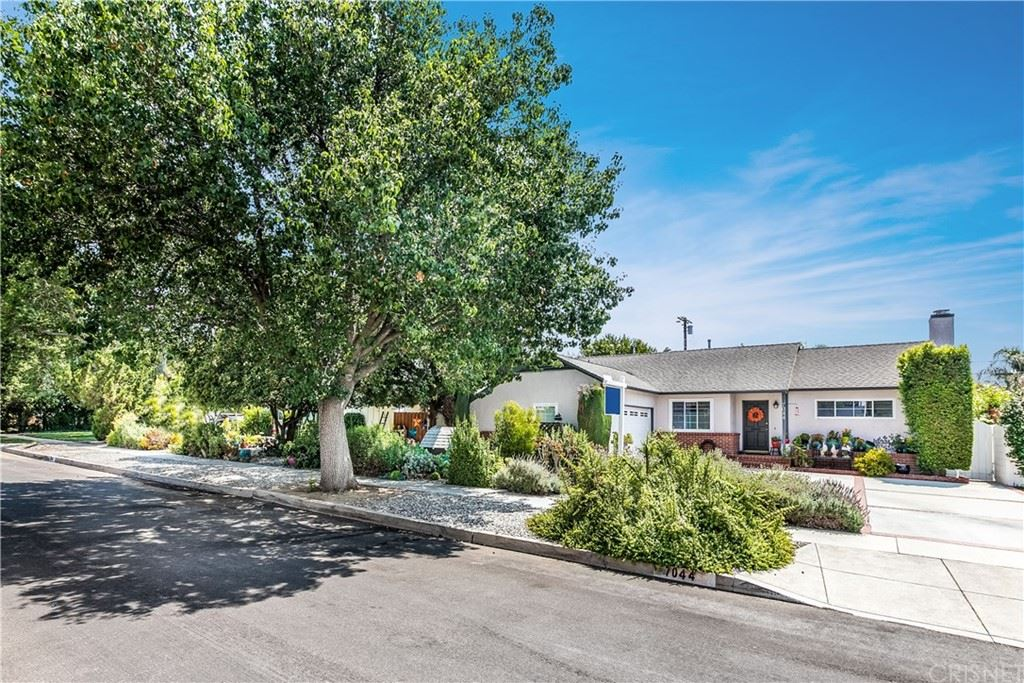 Photo of 7044 Lasaine Avenue, Lake Balboa, CA 91406 (MLS # SR21156580)