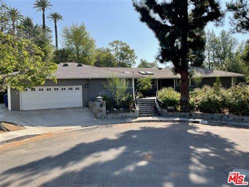 Photo of 4644 La Subida Place, Tarzana, CA 91356 (MLS # 21781584)