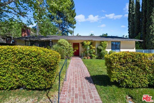 Photo of 1612 Larco Way, Glendale, CA 91202 (MLS # 21725584)