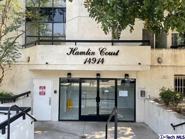 Photo of 14914 Hamlin Street #209, VAN NUYS, CA 91411 (MLS # 320006586)