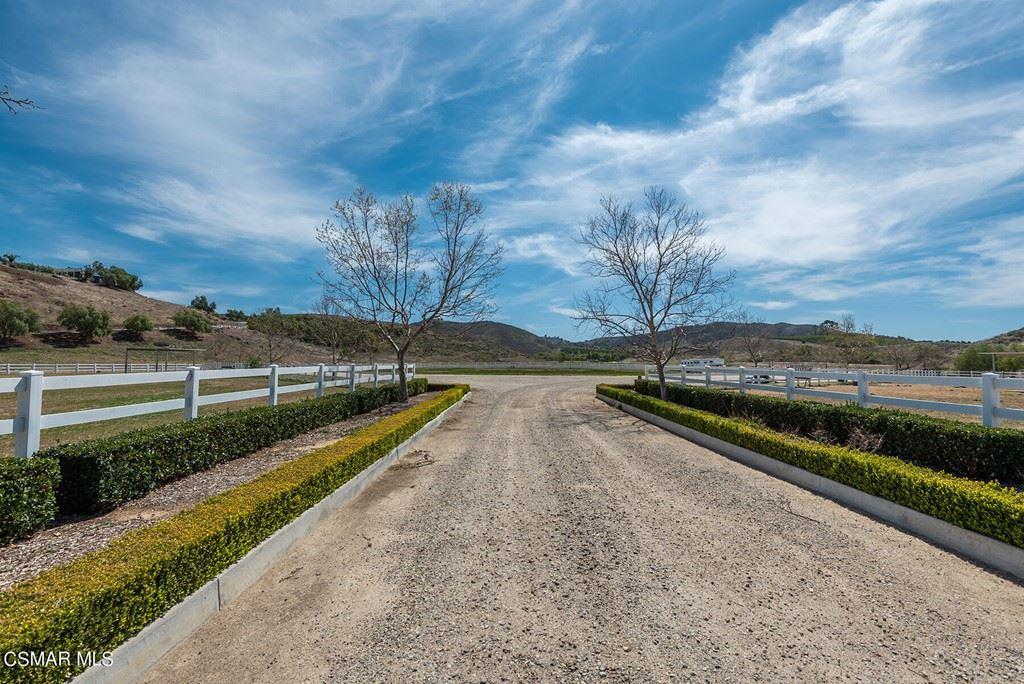 Photo of 15578 Lapeyre Road, Moorpark, CA 93021 (MLS # 221005587)
