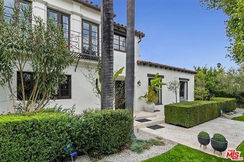 Photo of 801 S Muirfield Road, Los Angeles, CA 90005 (MLS # 21680588)