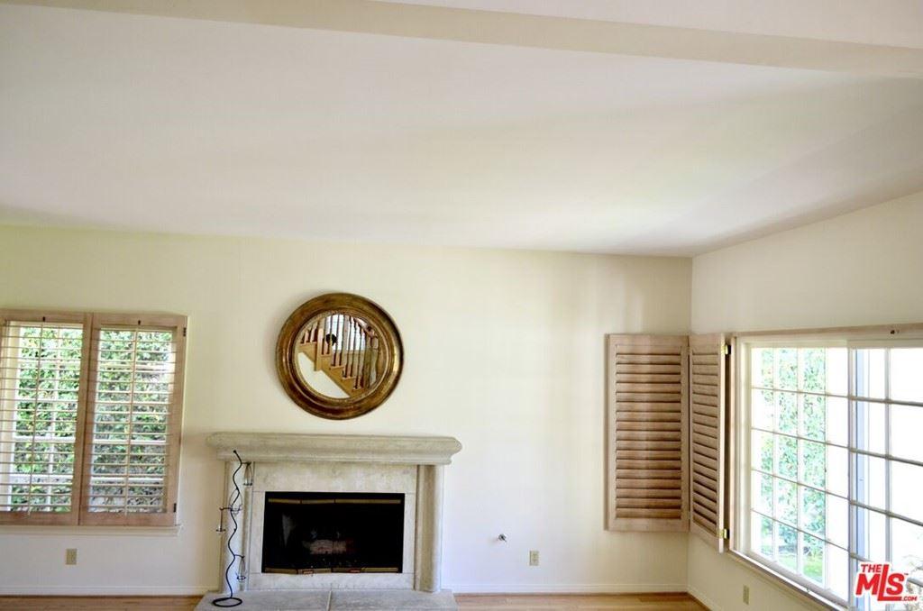 Photo of 5506 Aura Avenue, Tarzana, CA 91356 (MLS # 21786588)